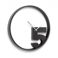 Zegar ścienny TAKE 5 firmy UMBRA