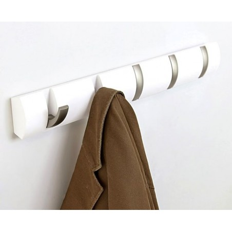 Wieszak Flip na ubrania firmy Umbra