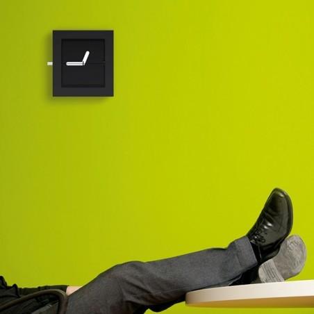 Zegar kwadrat firmy Invotis - OR1029